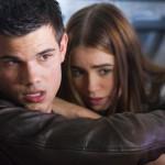 Nathan Harper (Taylor Lautner) und Karen (Lily Collins) haben Angst um ihr Leben.