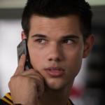 Nathan Harper (Taylor Lautner) versucht herauszufinden, wer seine wahren Eltern sind.
