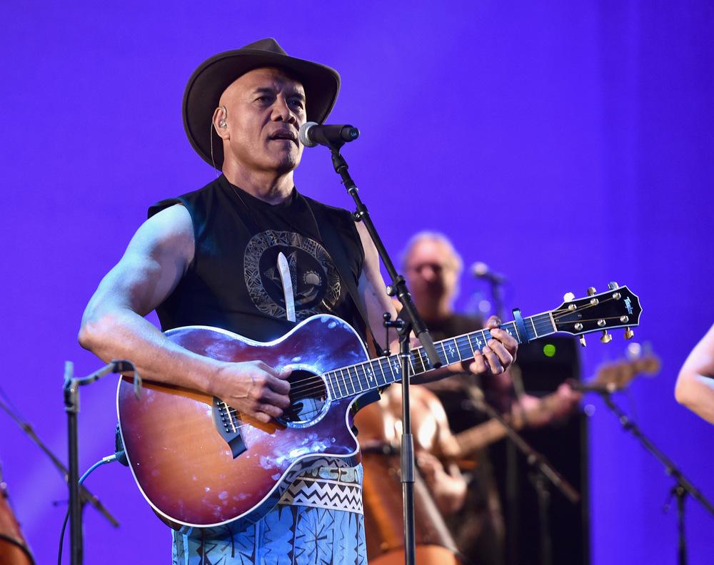 Der Musiker Opetaia Foa'i bei seinem Auftritt bei der Weltpremiere von VAIANA im El Capitan Theatre in Hollywood am 14.11.2016.